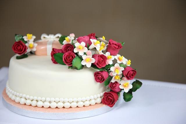 Toppery na tort – nieodłączny element imprez