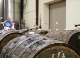 beczki z whisky