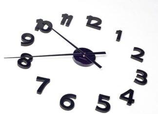 zegar naklejany na ścianę